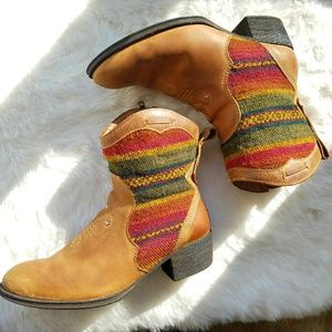 Born Tapestry Cowboy Booties, Sz 9.5